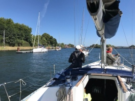 Waiting at the locks Kiel